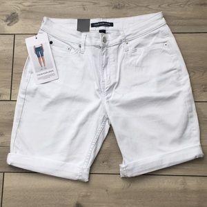 Calvin Klein Jeans BRAND NEW Women's Shorts Size 6